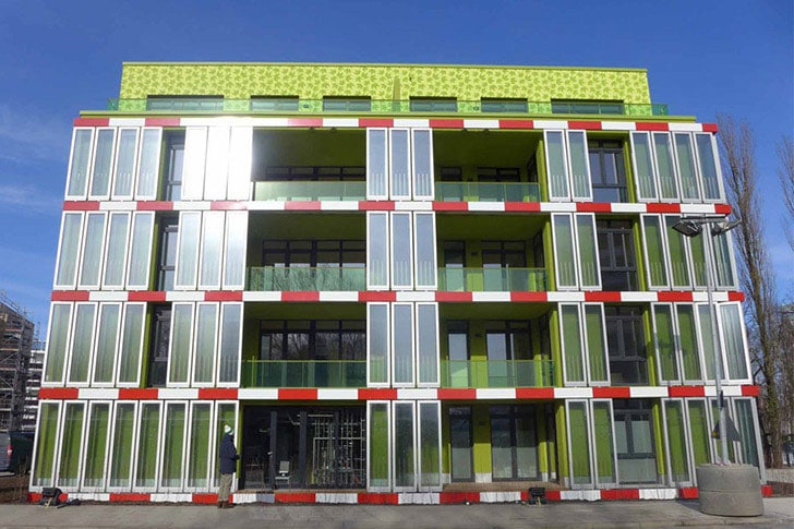 green-tech-algae-powered-building