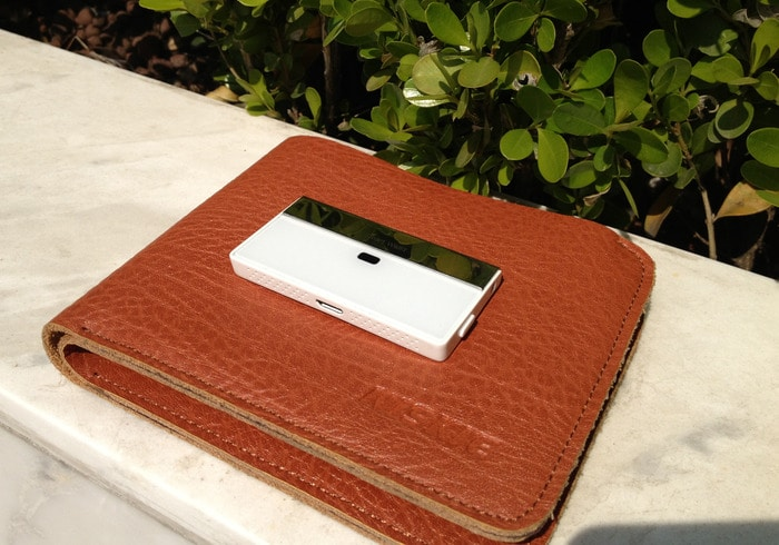 The Smart Wallet Keeps Track Of Your Phone & Your Wallet