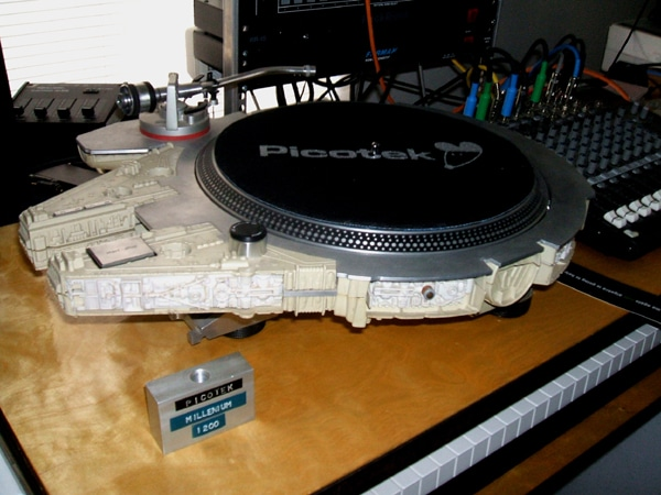 millennium-falcon-custom-turntable