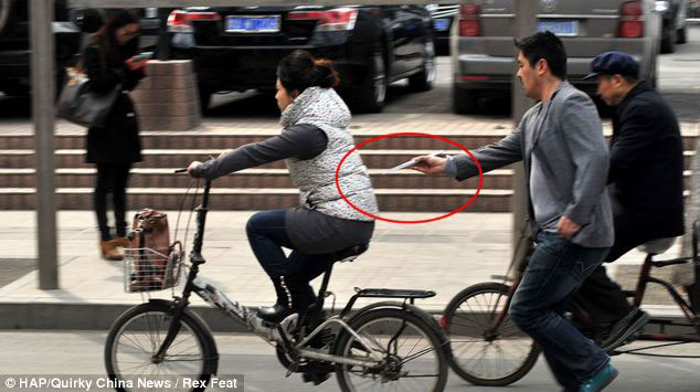 pickpocketing-with-chopsticks-in-china