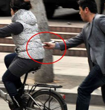 Pickpocketing With Chopsticks: The Trendy Way To Steal A Smartphone