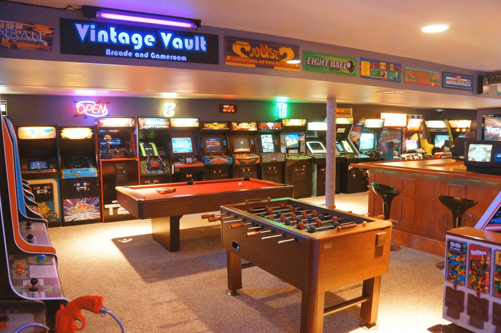 Father & Son Build Insanely Impressive Retro 80s Arcade In Basement