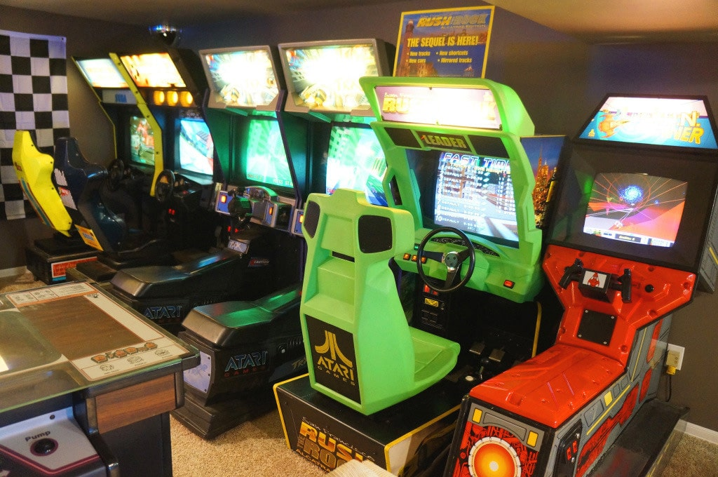 huge-80s-arcade-in-basement