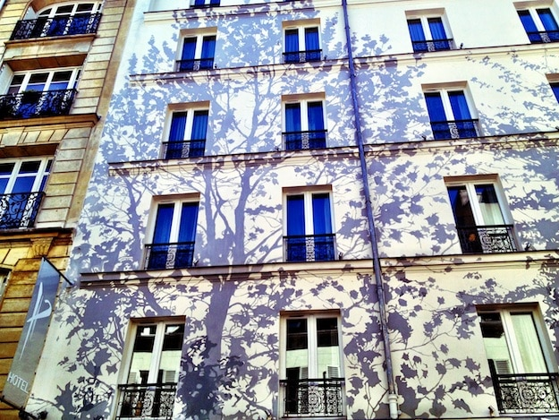 Hotel-Facade-Painted-Vine