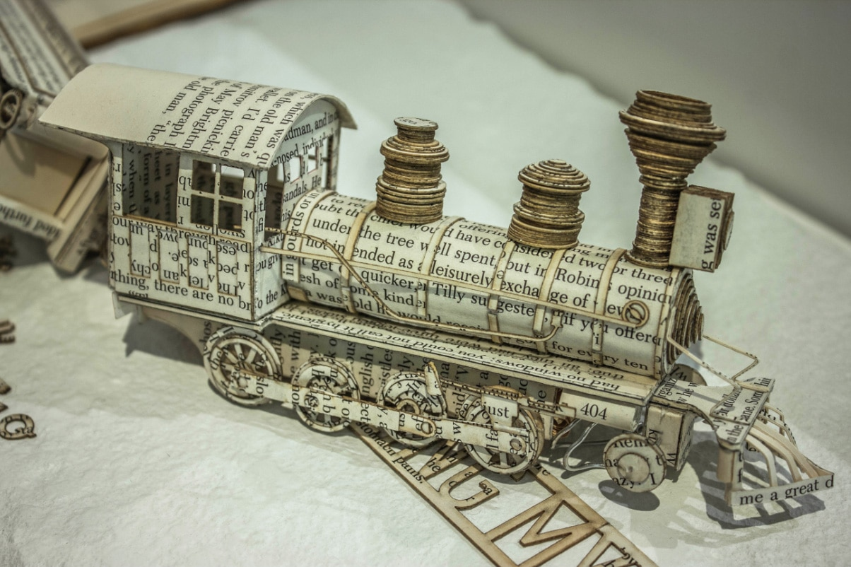 book-sculpture-typography-train
