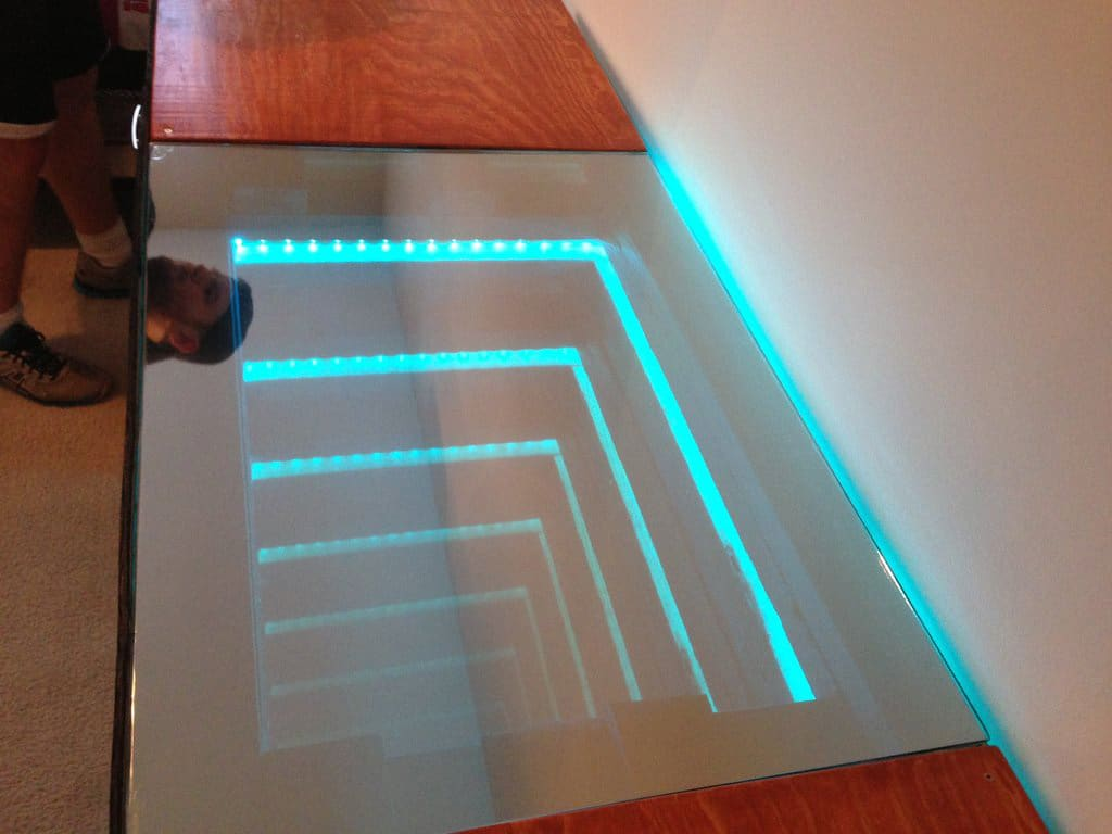 infinity-mirror-desk-design
