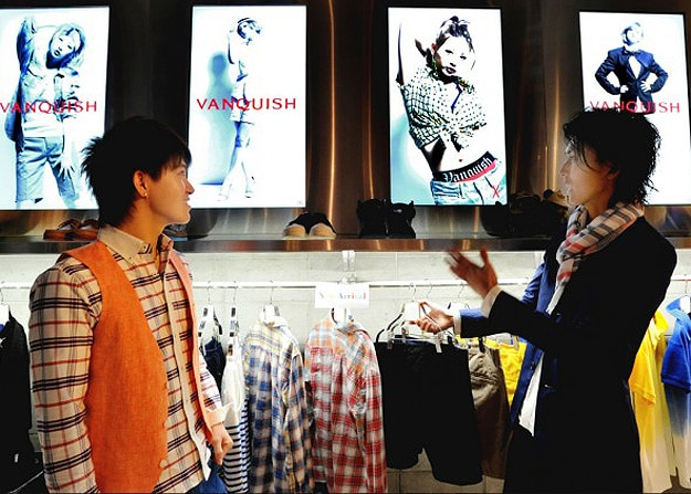 Interactive Clothes Hangers Add New Dimension To Shopping & Marketing