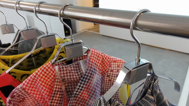 interactive-shopping-clothes-hangers