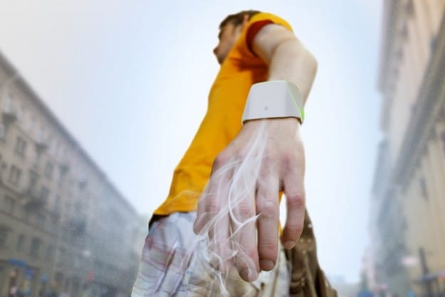 Concept Bracelet Purifies Air And Provides Wearer A Cleaner Atmosphere