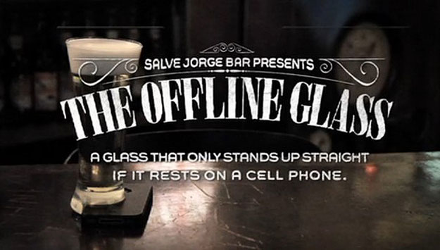 offline-smartphone-beer-glass