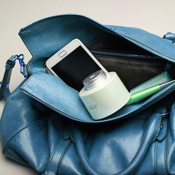 USB Portable Humidifier Fits In Your Bag & Screws On A Bottle Of Water