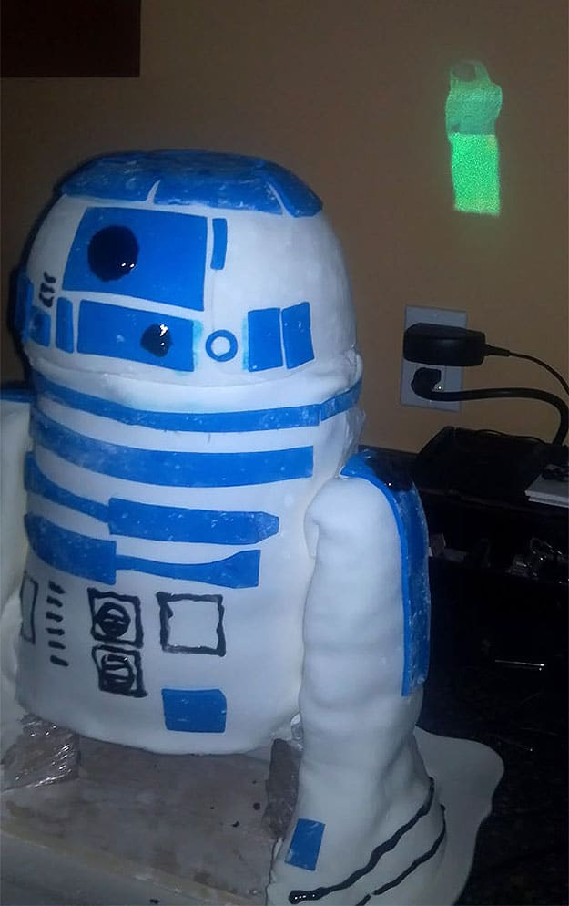 r2-d2-hologram-movie-projection