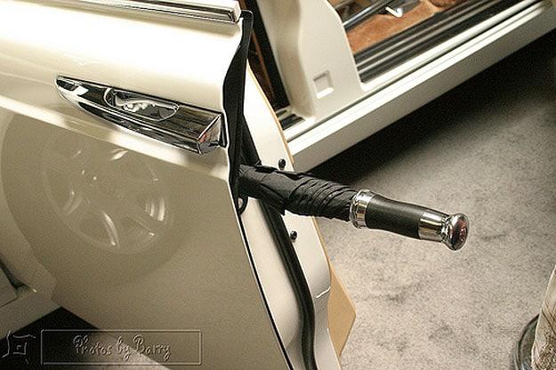 umbrella-holder-incorporated-into-cars