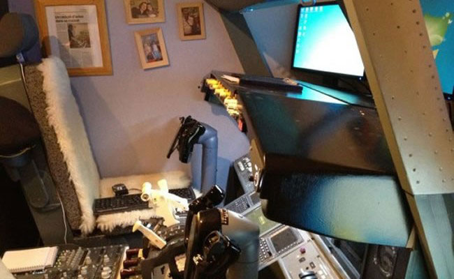 Dad Builds Working Boeing 737 Cockpit In His Son's Bedroom