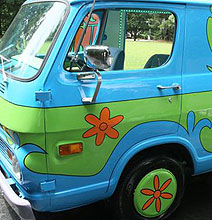 Guy Builds Mystery Machine, Batmobile & More Famous Cars [15 Pics]