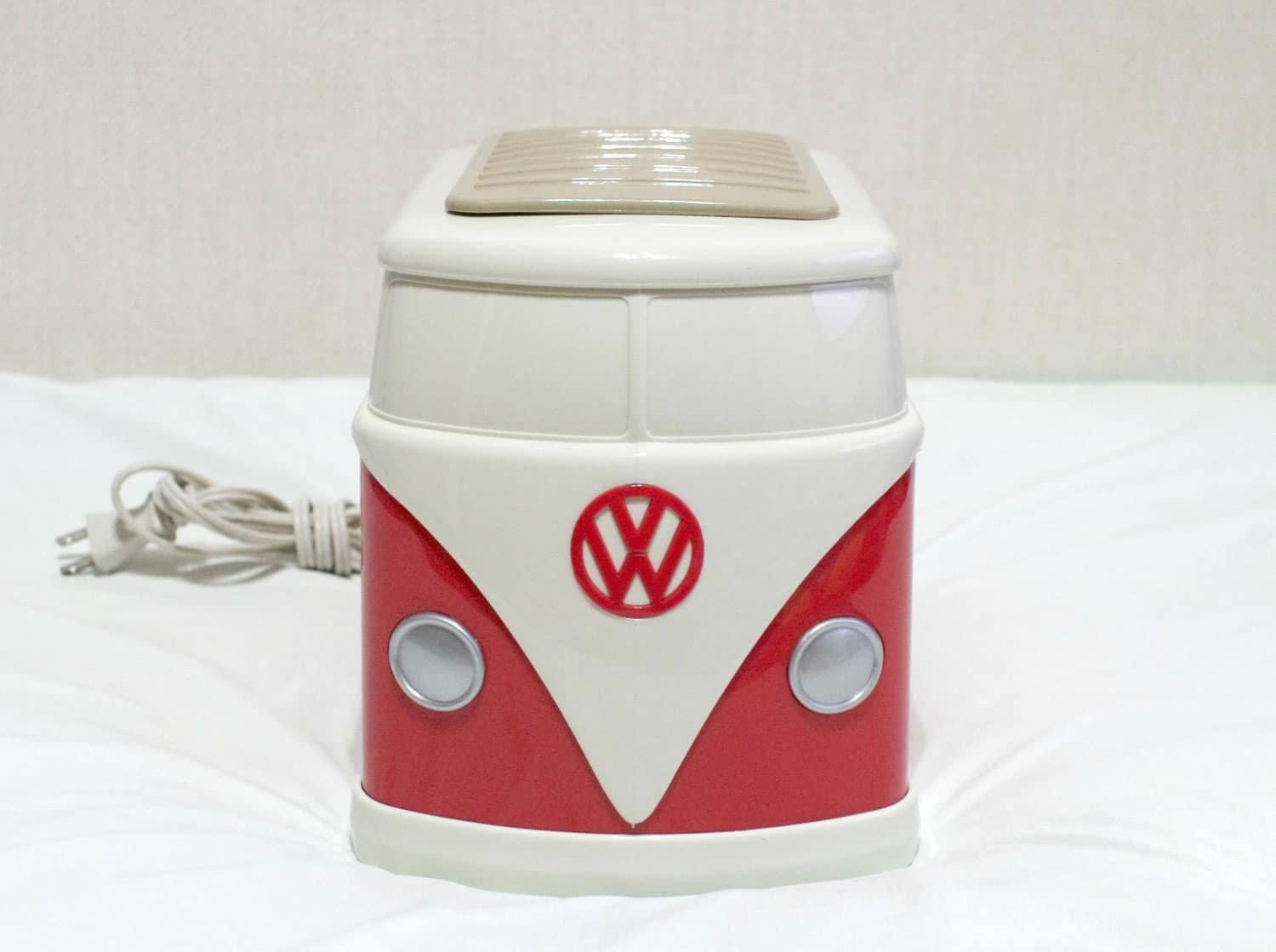 volkswagen-bus-toaster-and-toast