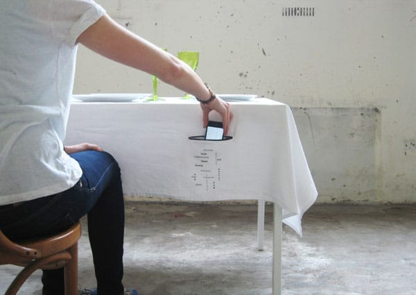 zip-it-smartphone-holder-tablecloth