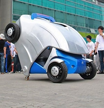 Electric Car Folds To Half Its Size And Only Needs Tiny Parking Space