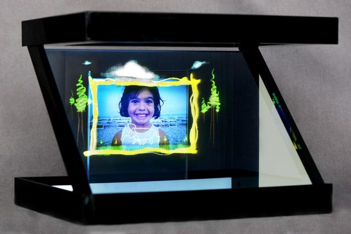 holho-smartphone-hologram-projector