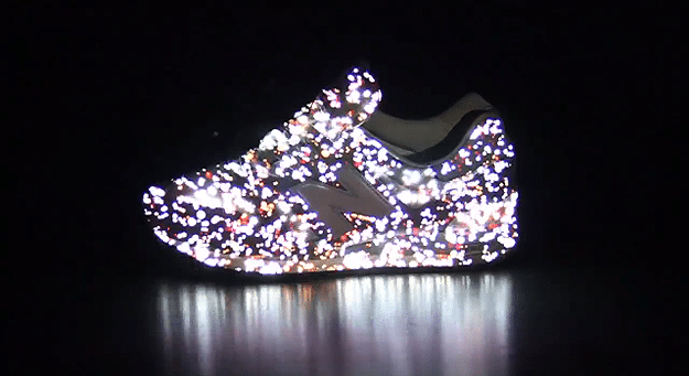 Fashion Projection Mapping Technology