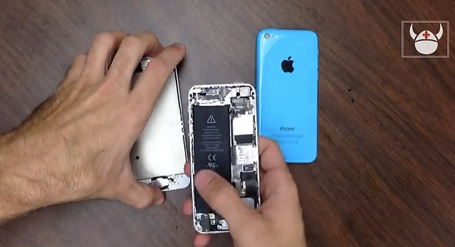 Learn How To Fix The iPhone 5C: iPhone 5 vs. 5C Comparison [Video]