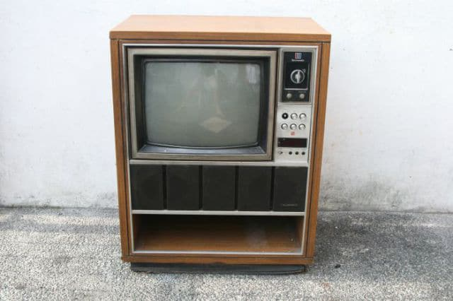 DIY Retro Television Set Transformed Into A Vintage Fish Tank