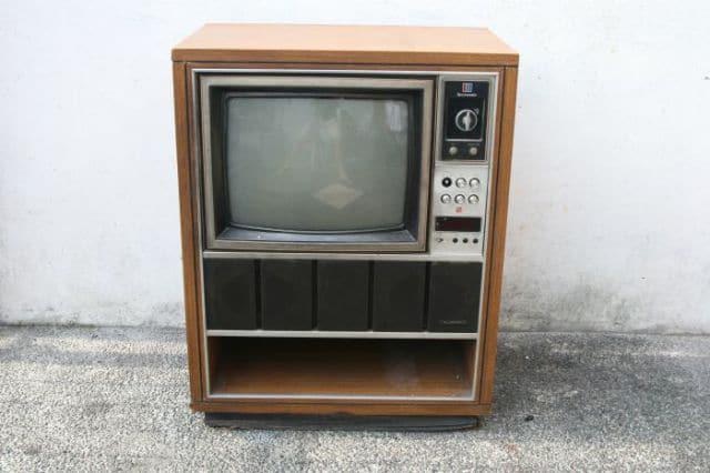 DIY Retro Television Set Transformed Into A Vintage Fish Tank