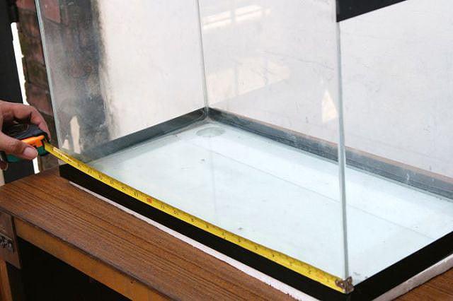 reto-television-set-fish-tank