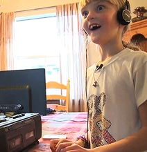 Kids Today vs. 1980s Retro Technology [Video]