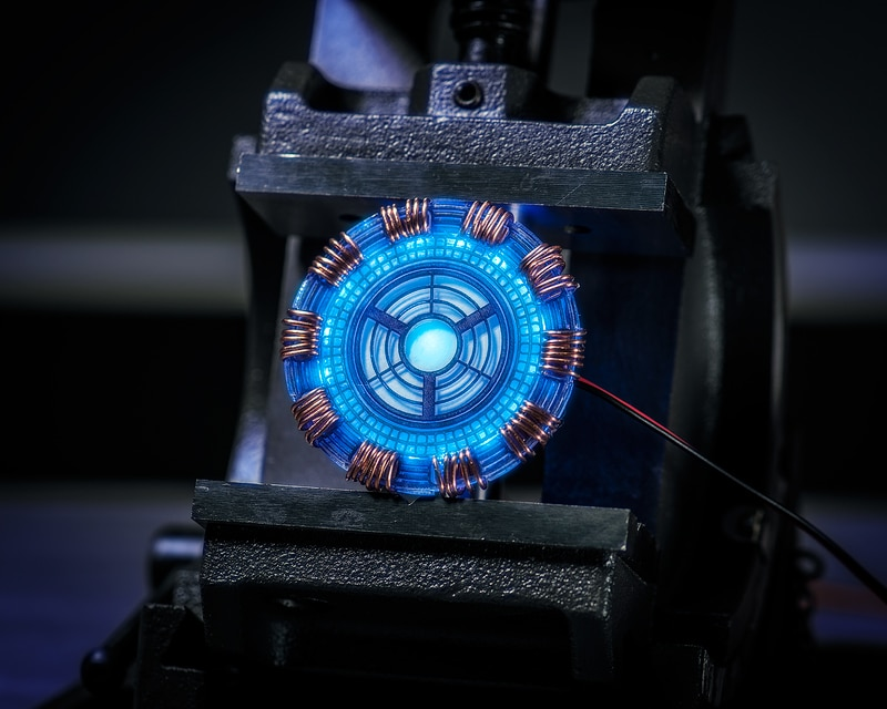 Make Your Own Pulsating Arc Reactor For Your Next Costume/Cosplay