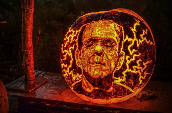 halloween-night-pumpkin-carvings