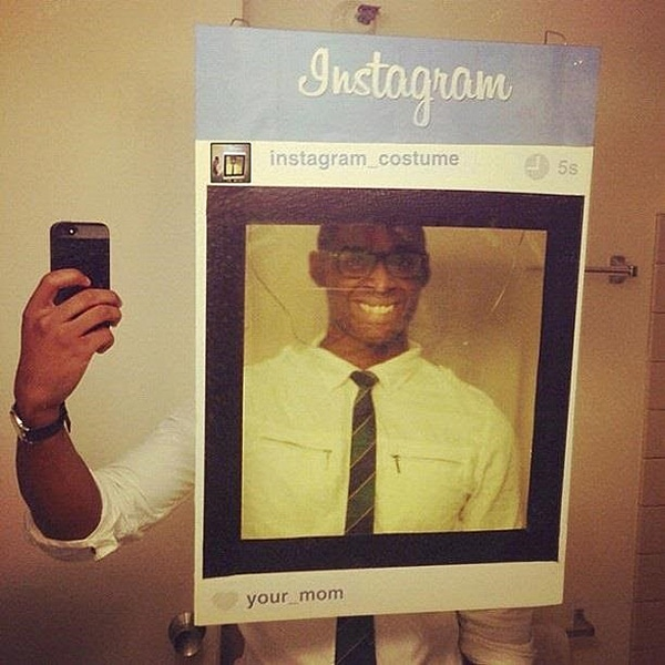 make-selfie-photo-halloween-costume