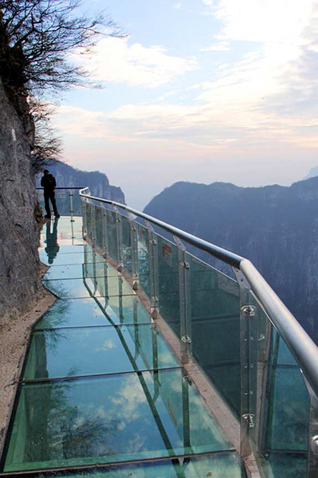 The Real Leap Of Faith: 4,700 Feet High Mountain Glass Skywalk