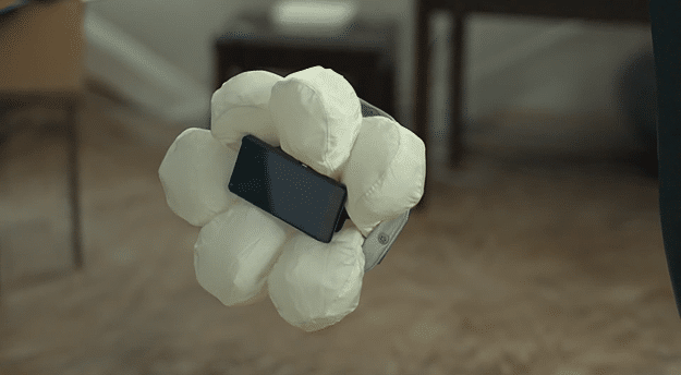 Honda Presents World's First Airbag Smartphone Case