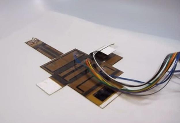Self-Assembling Capacitive Robot Lamp