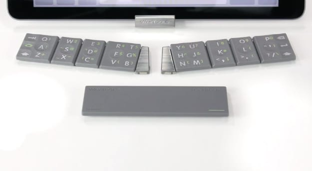 TextBlade Is The Portable Physical Keyboard For iPhone 6