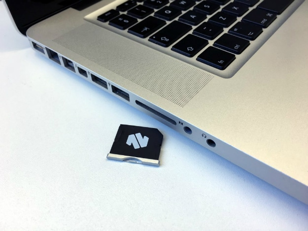 Nifty MiniDrive Adds 200GB Of Removable Storage To Your MacBook