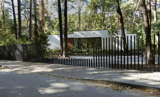 Disappearing Gate Is Perfect For A Zombie Apocalypse Bunker