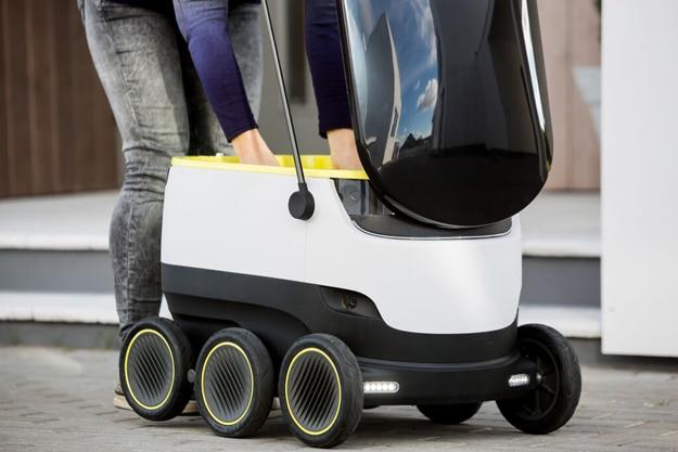 Pizza-Delivering Autonomous Robots