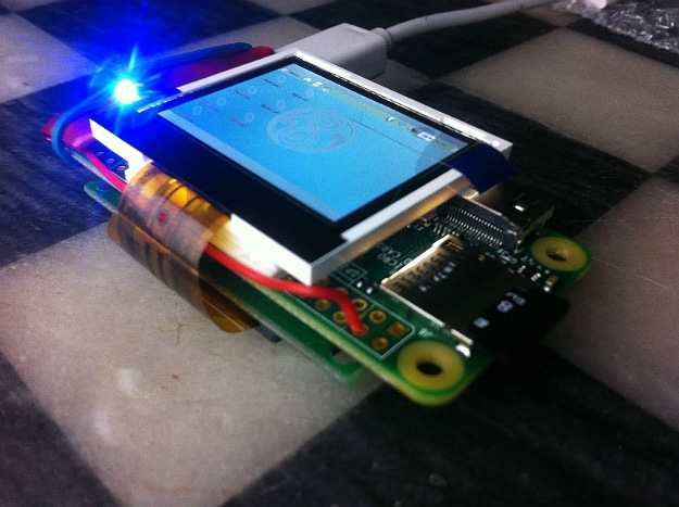 Guy Creates World's Smallest Virtual Reality Minecraft Device