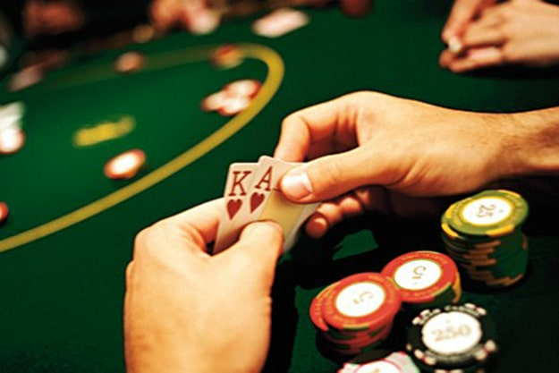 How To Play Poker Professional Header