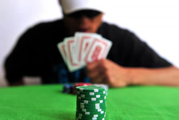 10 Common Psychological Traps At The Poker Table [Infographic]