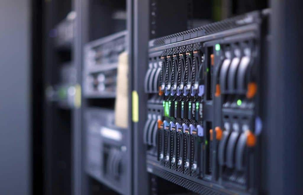6 Features VPS Server Service Header Image