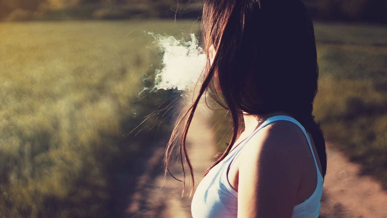 Why Do People Smoke? – 4 Reasons Why People Pick Up This Habit