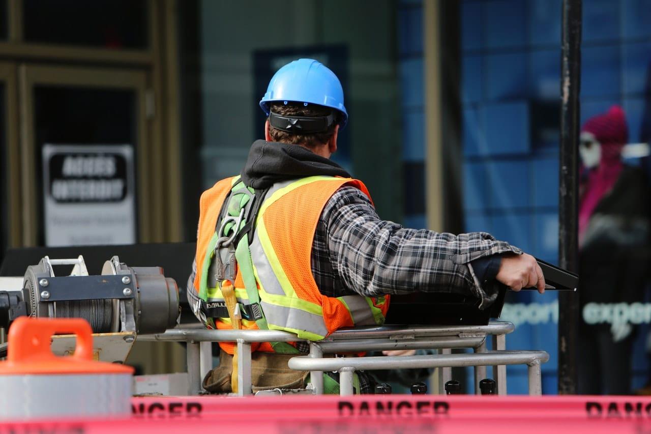 8 Tips Floor Worker Article Image