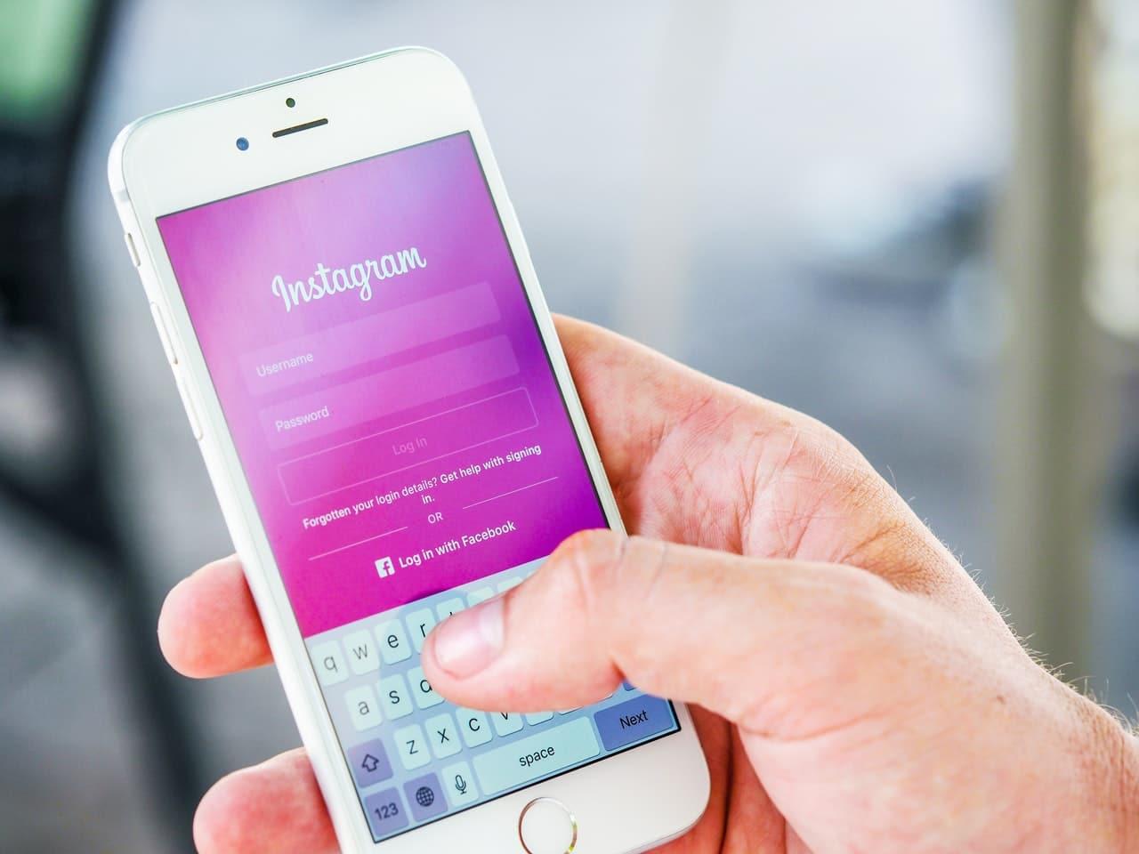 Instagram Overtake Facebook Stats Header Image
