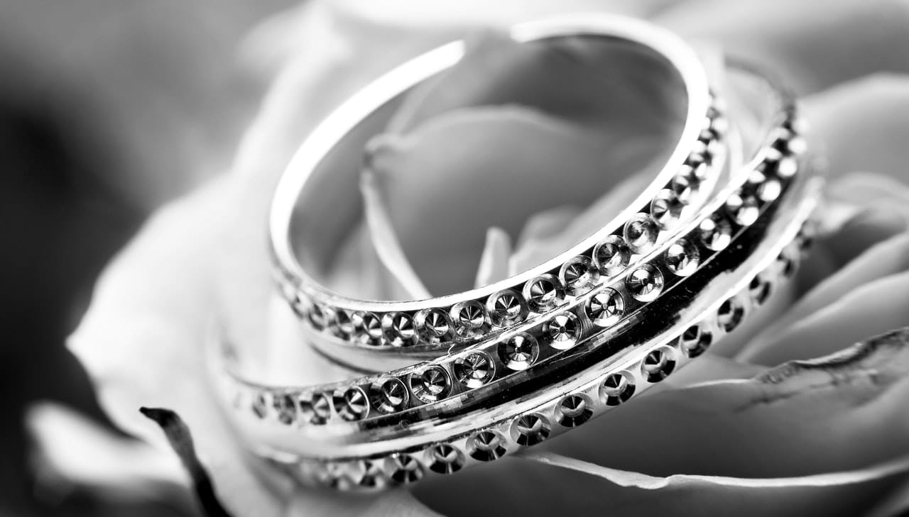 4 Tips Jewelry Online Article Image