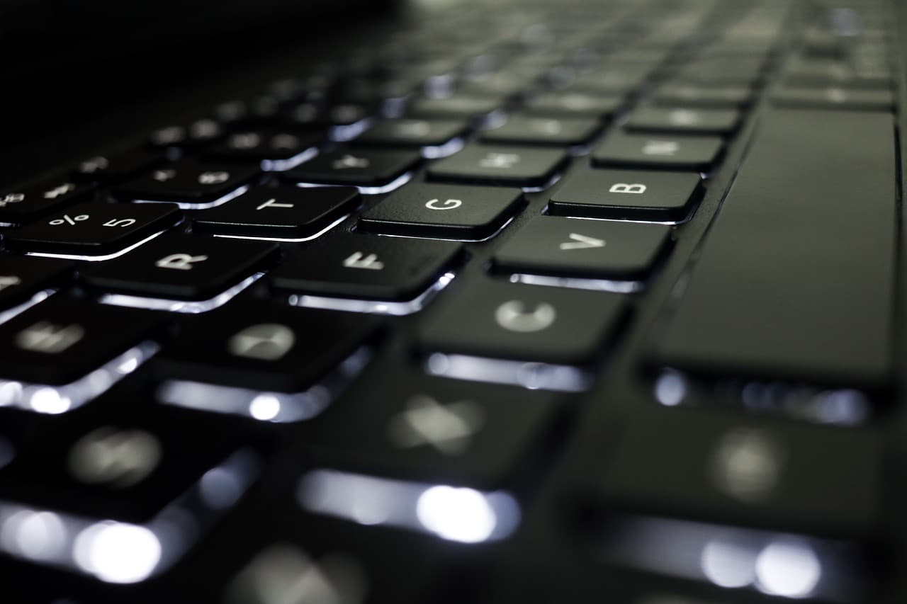 6 Games Laptop Header Image