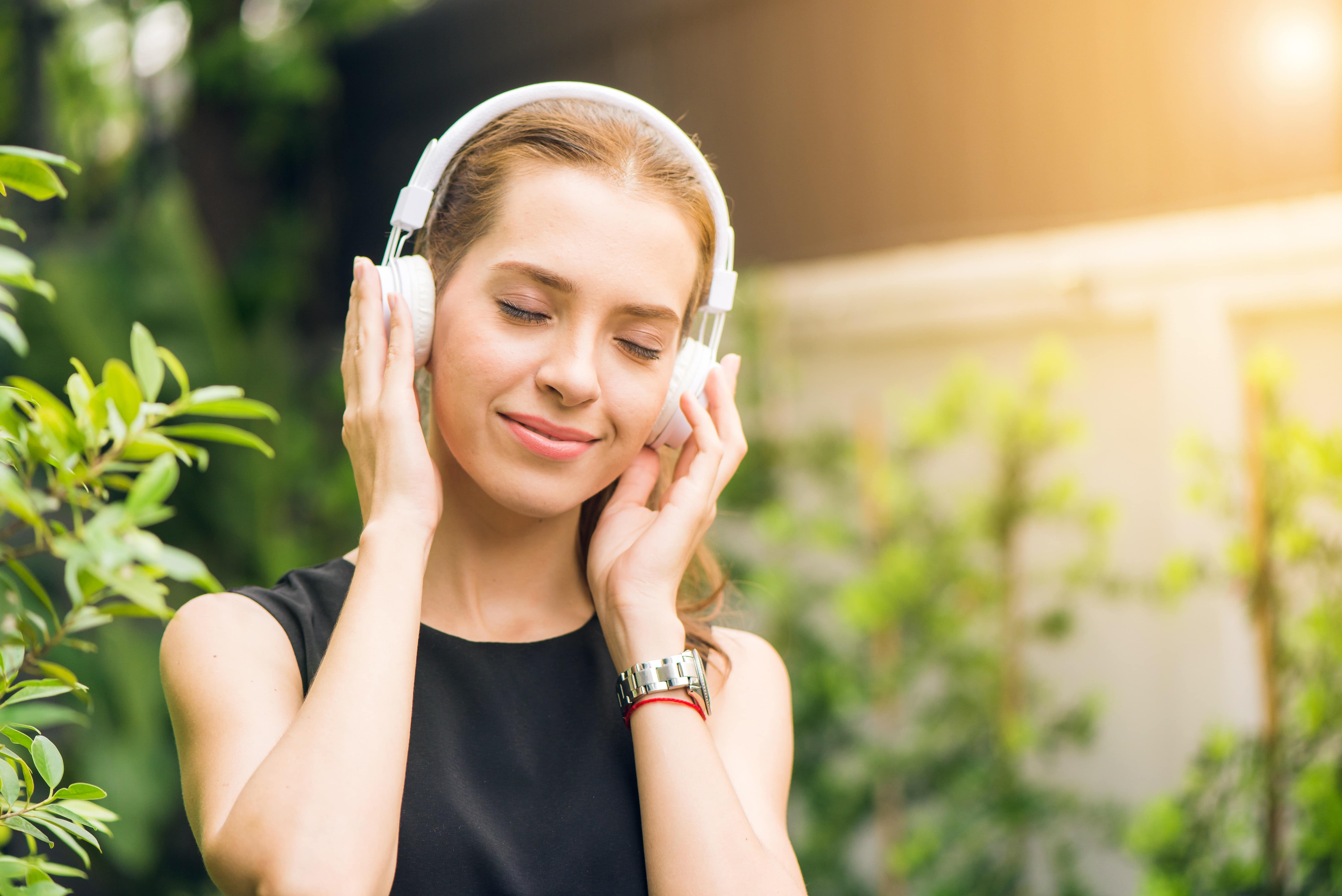 Wireless Headphones Tips Article Image