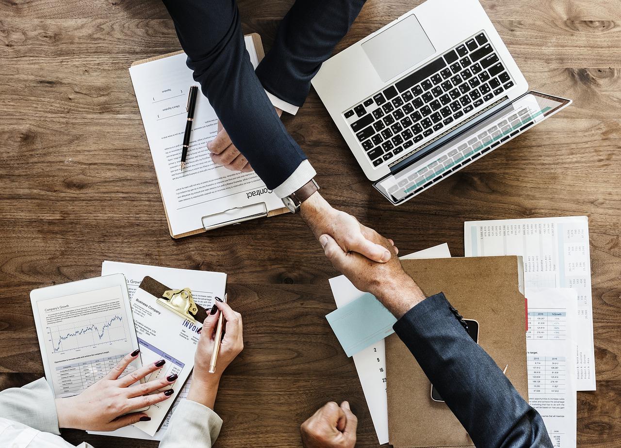 Hiring Outsourcing Pros Cons Header Image